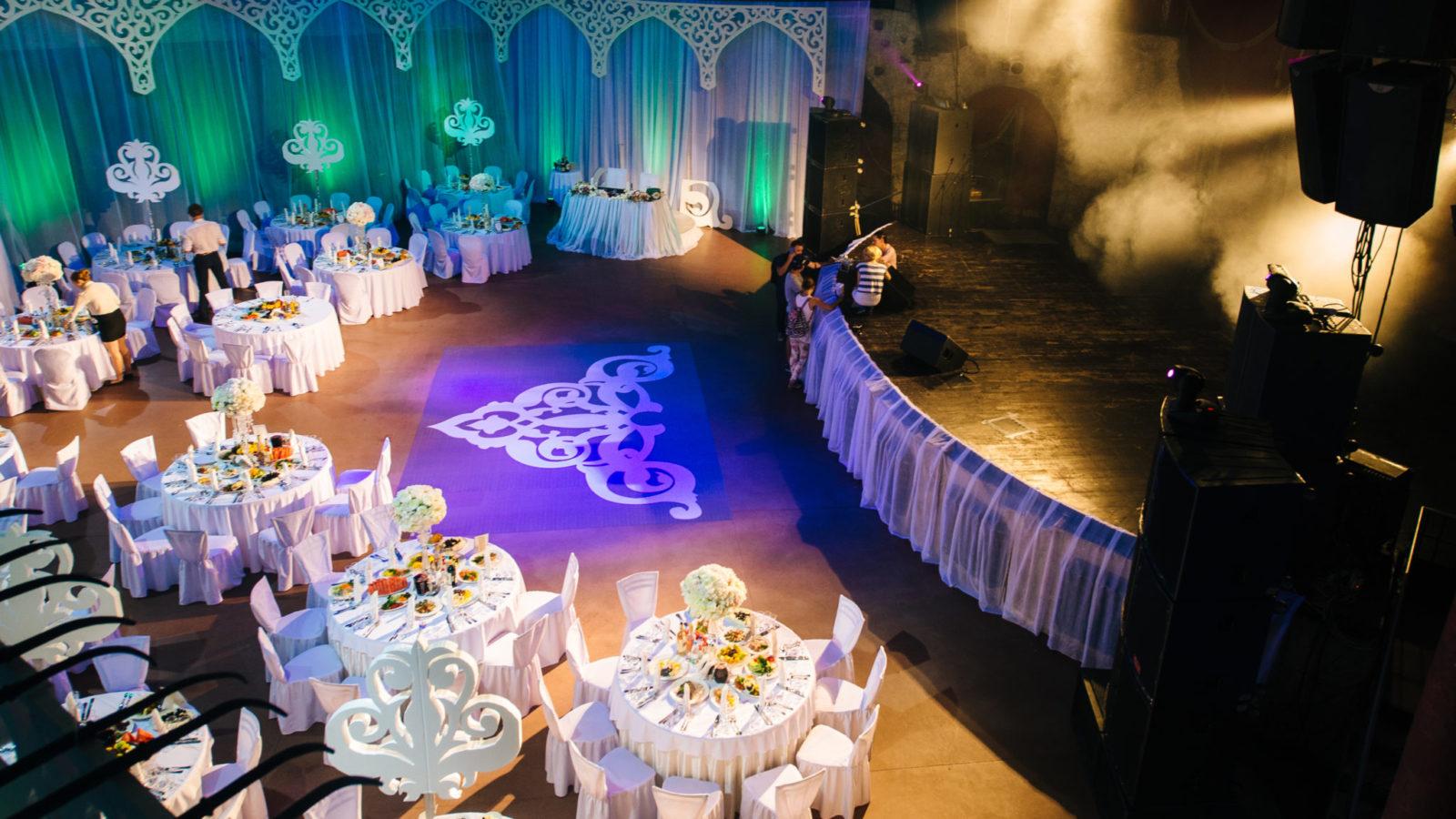 Расположение столов на свадьбе