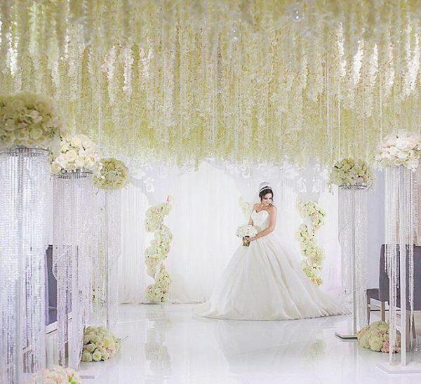 оформление цветами свадьбы в белом