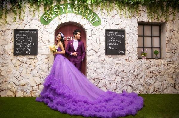 Свадебные костюмы в фиолетовых тонах
