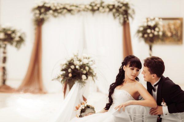 Изысканные идеи оформления свадьбы в шоколадных тонах – терпкая горечь или молочная пастель?