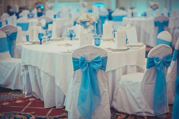 оформление стульев в голубом цвете