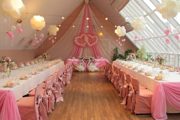 оформление зала для розовой свадьбы