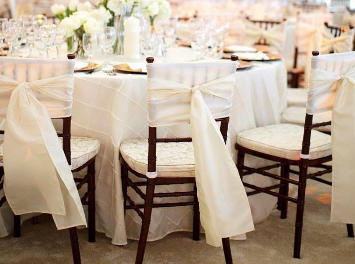подушки на свадебных стульях