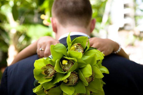 Неповторимая свежесть свадьбы в зеленом цвете – как оформить зал, что надеть молодым и гостям, маленькие детали