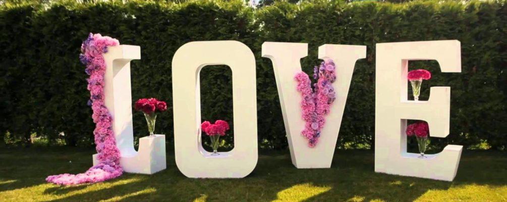 Пенопластовые буквы как свадебная декорация – недорого, красиво и оригинально