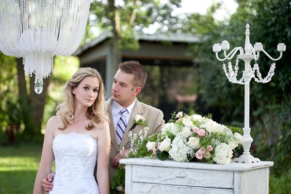 молодожены на свадьбе в стиле шебби шик