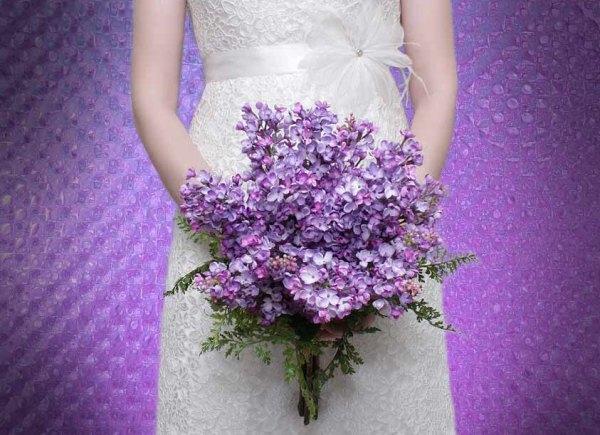 невеста с букетом сирени