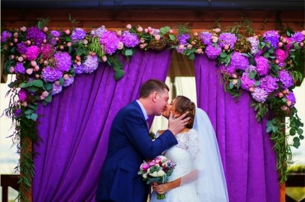 оформление арки для сиреневой свадьбы