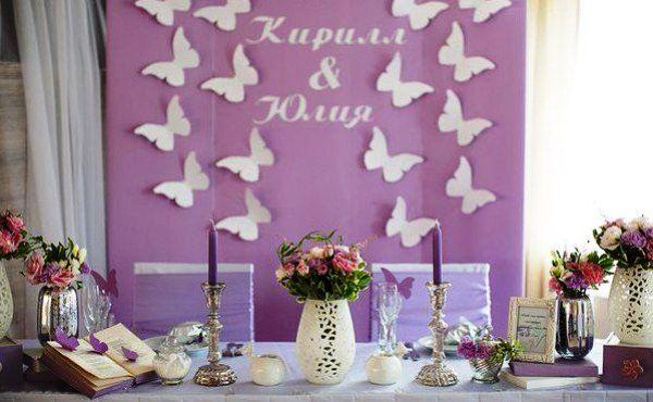 оформление бабочками стола молодоженов