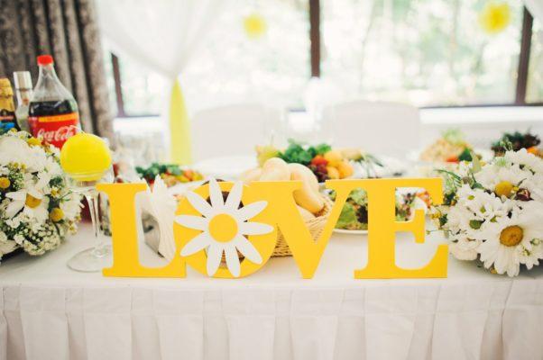 Как грамотно и красиво выполнить оформление желтой свадьбы – советы дизайнера
