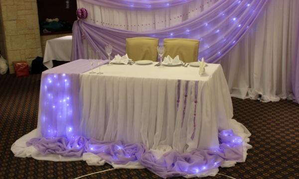 подсветка стола молодоженов