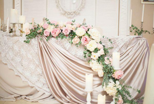 стол молодоженов в пудровом цвете