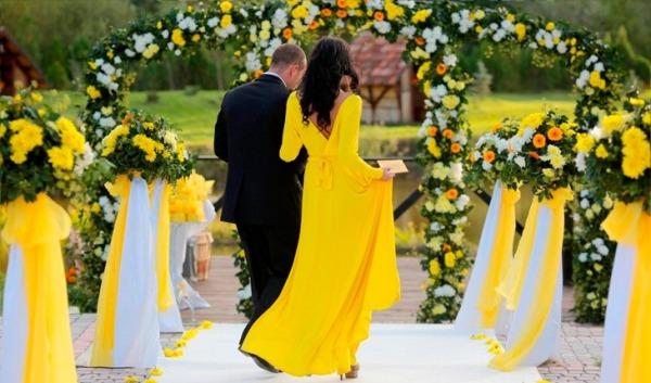 свадьба желтого цвета