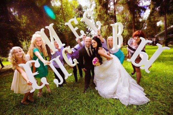 свадебные фото с буквами из пенопласта