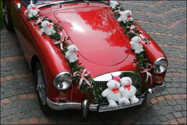 свадебный автомобиль в красном цвете