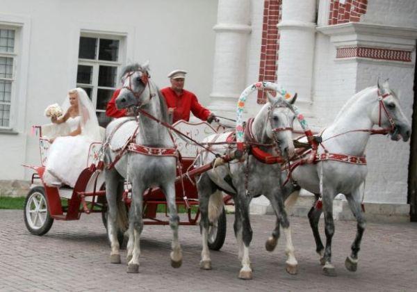 свадебный кортеж в русском стиле