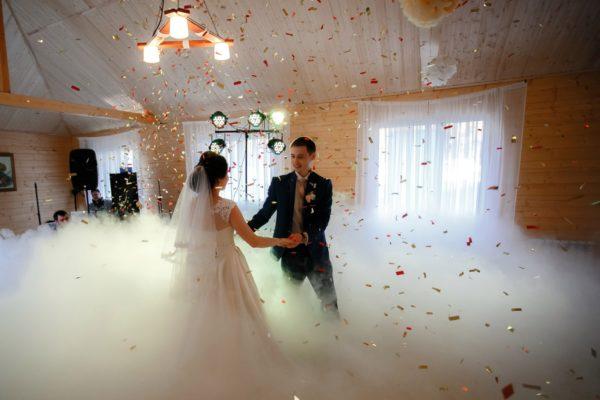 Классический, но всегда неповторимый спецэффект на свадьбу – тяжелый дым по доступным ценам