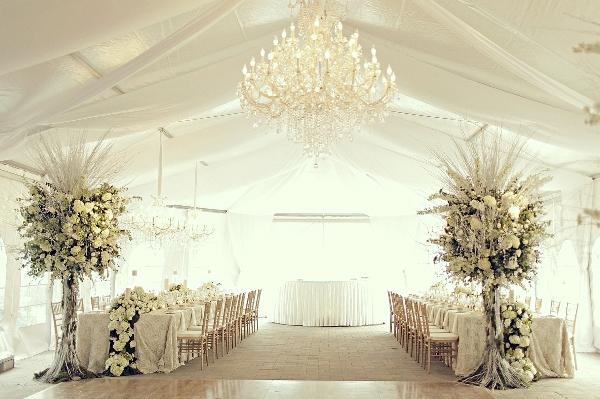 зал для свадьбы в белом цвете