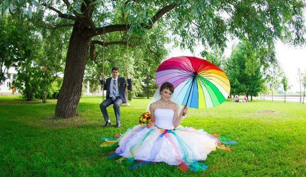 молодожены на свадьбе стиле радуги