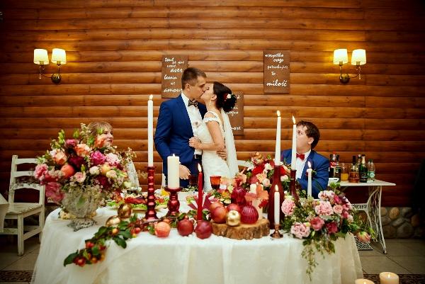 молодожены на яблочной свадьбе