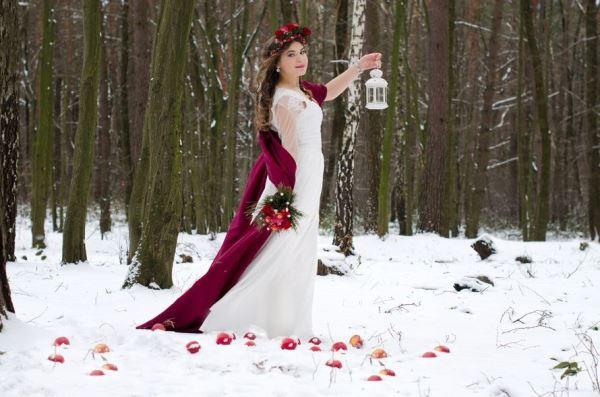 невеста на бордовой свадьбе