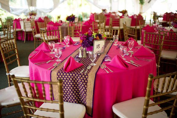 свадебные столы в малиновом цвете