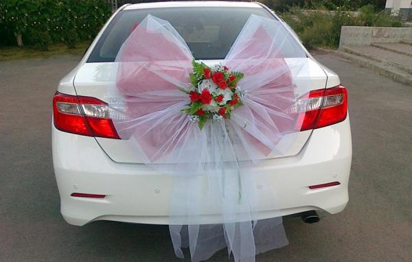 украшение свадебного авто сзади