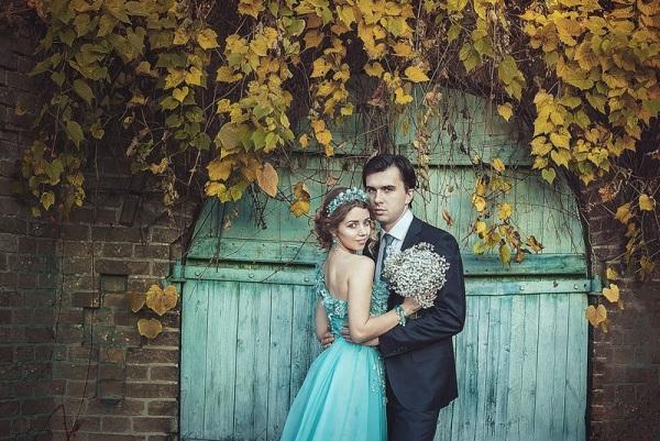 жених и невеста на мятной свадьбе