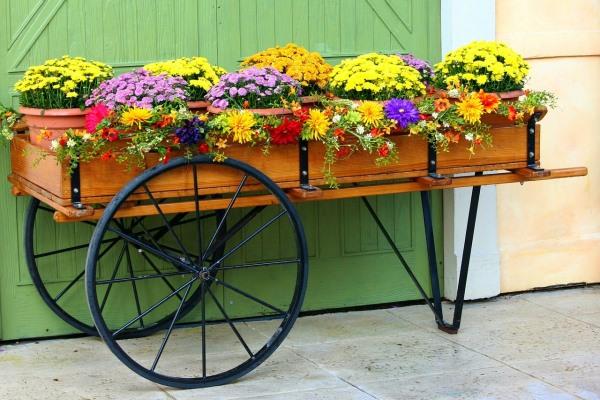 подставка для цветов в виде повозки